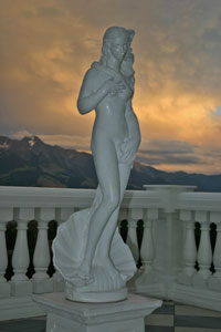 Birth of Venus statue